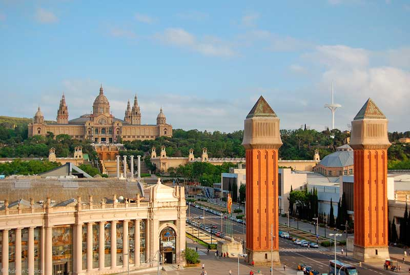 Plaça d'Espanya, Palau Nacional si Arenas de Barcelona